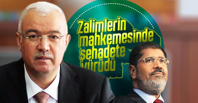 Muhammed Mursi zalimlerin mahkemesinde şahadete yürüdü