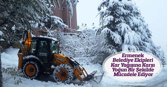 Ekipler Kar Yağışına Karşı Yoğun Bir Şekilde Mücadele Ediyor