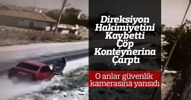 Karaman'da otomobil çöp konteynerine çarptı