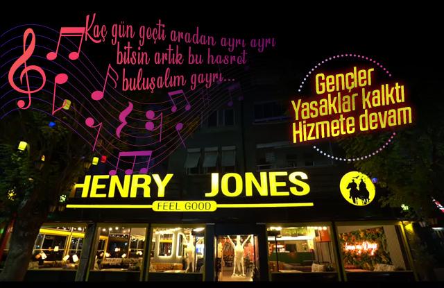 Henry Jones hizmet vermeye başladı.