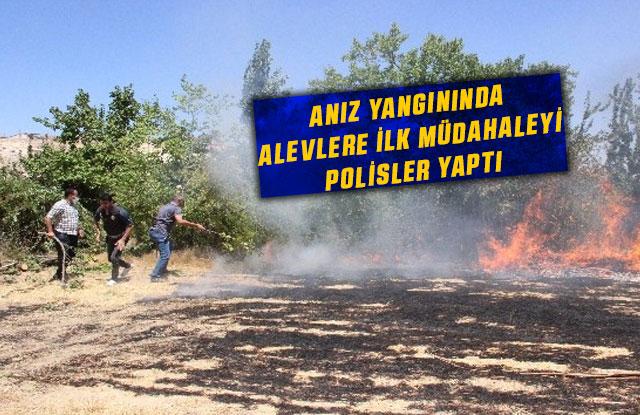 Anız Yangınında Alevlere İlk Müdahaleyi Polisler Yaptı