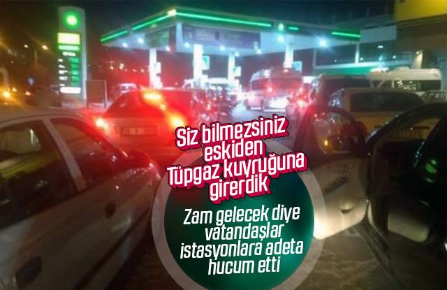 Vatandaşlar benzin istasyonlarına akın ettiler.