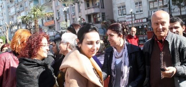 Figen Yüksekdağ'dan Özgecan'ın Ailesine Taziye Ziyareti