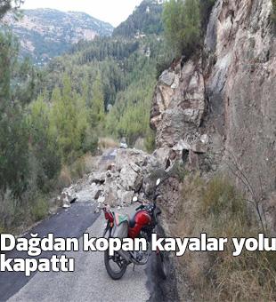 Dağdan Kopan Kayalar Yolu Kapattı