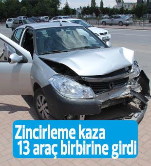 Zincirleme kaza 13 araç birbirine girdi