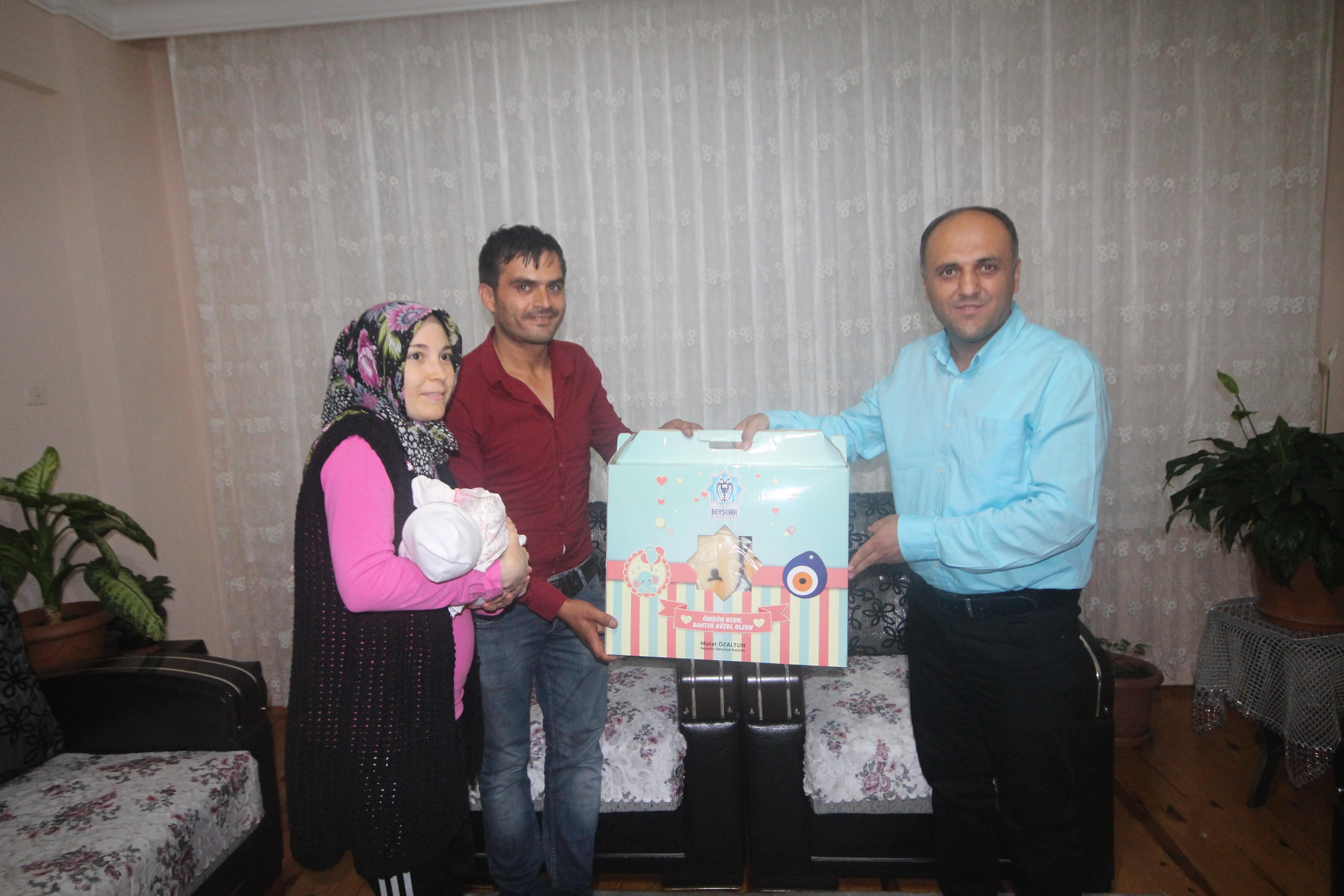 Beyşehir'de yeni doğan bebeklere hediye seti