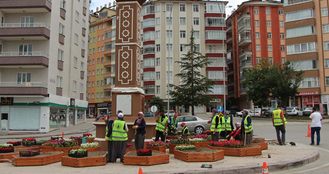 Seydişehir'de saat kulesinin etrafına peyzaj çalışması