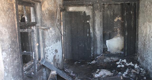 Fuhuş yapılan evi ateşe verdiler