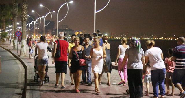 Mersinliler Viranşehir sahiline akın ediyor