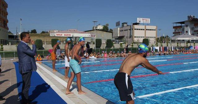 Toroslar'ın olimpik yüzme havuzu yetişkinlere de hizmet verecek