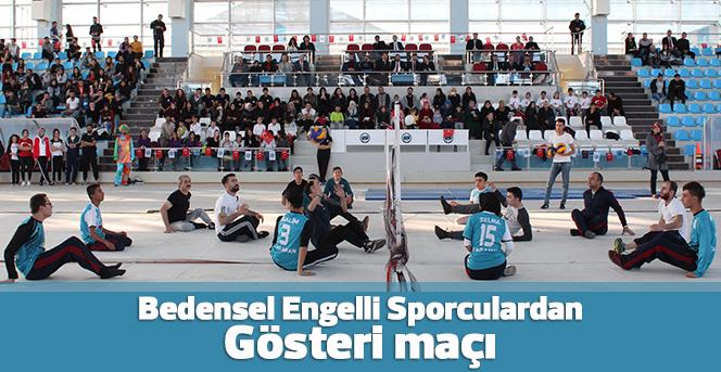 Engelliler Gününde Oturarak Voleybol Maçı