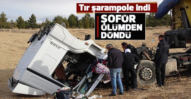 Karaman'da şarampole inen tırın sürücüsü ölümden döndü