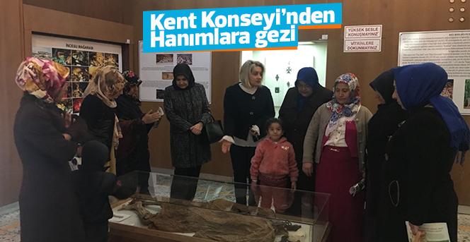 Kent Konseyinden Kursiyerlerine Kütüphane Ve Müze Gezisi