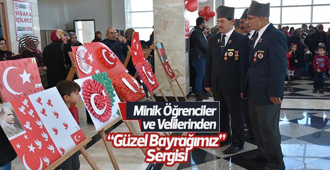 """Minik Öğrenciler ve Velilerinden """"Güzel Bayrağımız"""" Sergisi"""