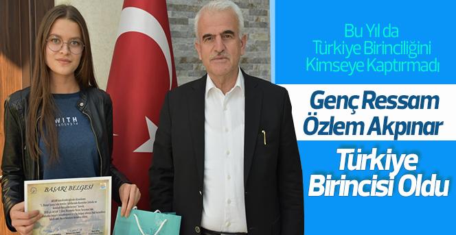 Genç Ressam Özlem Akpınar Türkiye Birincisi Oldu