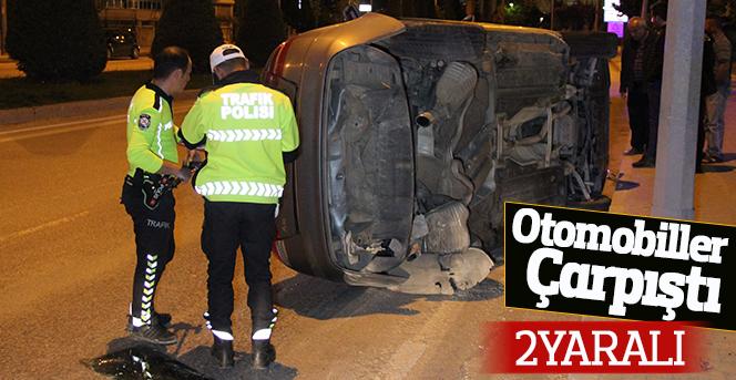 İki otomobil alt geçit çıkışında çarpıştı: 2 yaralı