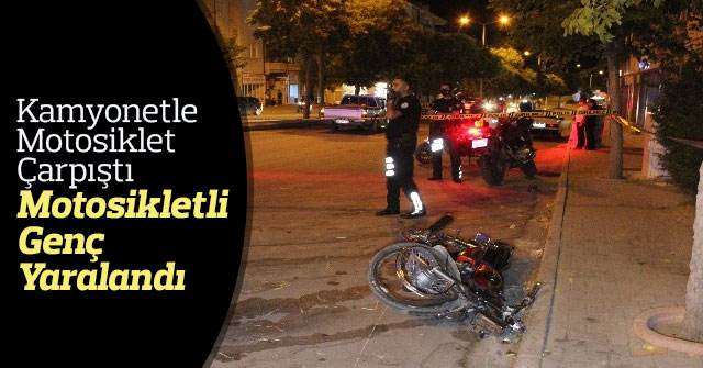 Kamyonetle Çarpışan Motosikletli Genç Yaralandı.