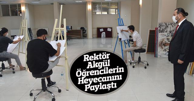 Rektör Akgül, Öğrencilerin Heyecanını Paylaştı