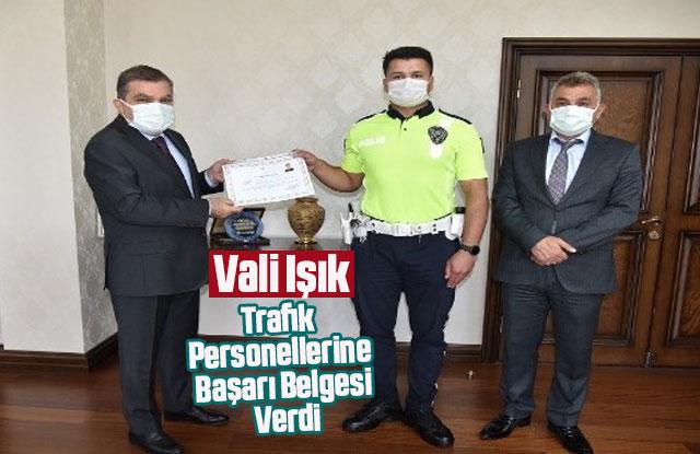 Vali Işık'tan trafik personellerine başarı belgesi